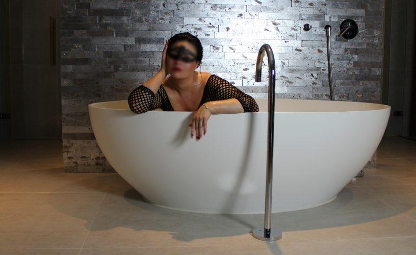 bath sit blur 1800x1000 1 500x500 - Gallery